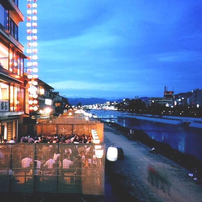 【鴨川納涼床】「先斗町いづもや」にて夕涼みプラン <夕朝食付>