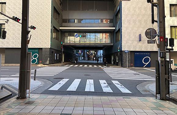 3. 大きな横断歩道を渡る(信号2ヶ所)